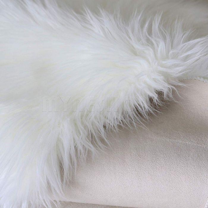 Kunstfell Schaffell Imitat Teppich Felldecke Lammfell Creme Weiß in Schafform 55x80 cm